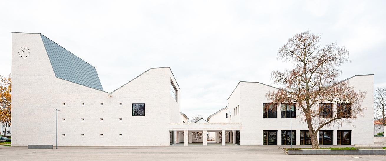 Kirche und Gemeidezentrum Petrus-Jakobus Karlsruhe