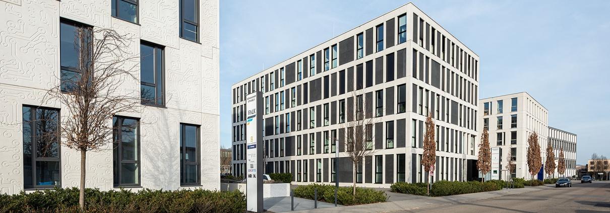 Mannheim Eastsite, Gebäudezeile in der Hermsheimer Straße