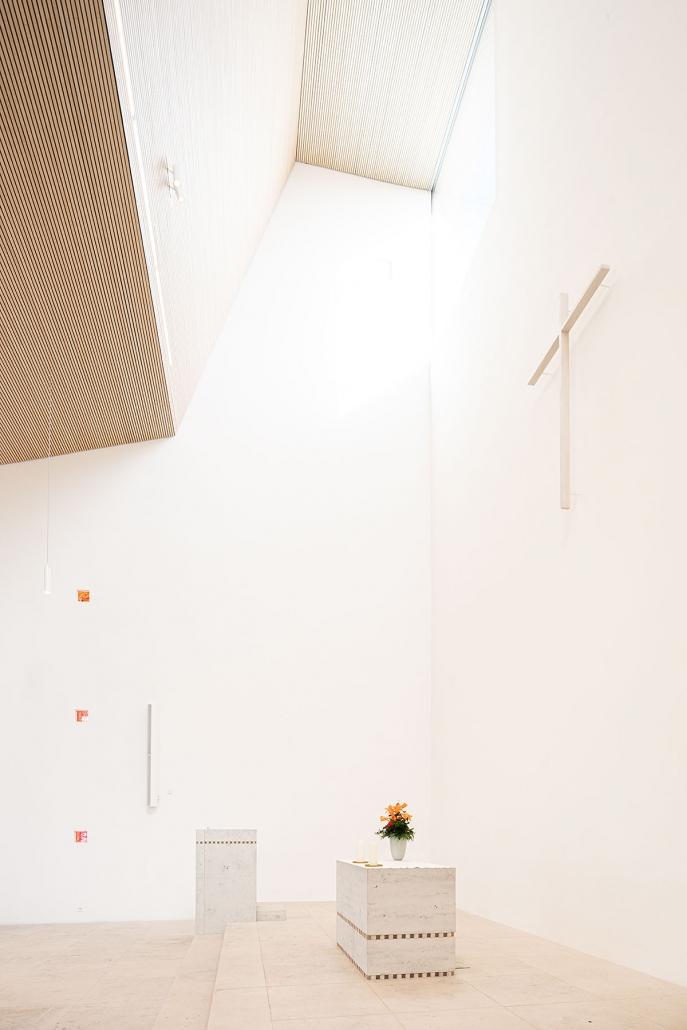 Petrus-Jakobus Kirche Karlsruhe: Blick auf Altar
